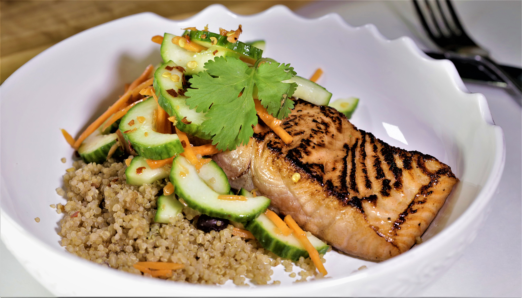Lunchology meal plan with salmon and fresh vegetables ready for delivery